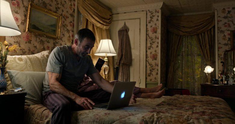 Apple MacBook Air Laptop in Little America Season 1 Episode 7 The Rock (1)