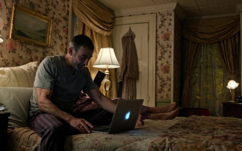 Apple MacBook Air Laptop in Little America Season 1 Episode 7 The Rock (1)