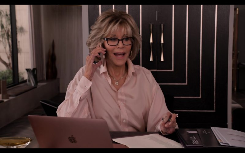 Apple MacBook Laptop Computer Used by Jane Fonda in Grace and Frankie Season 6 Episode 9 The One-At-A-Timing (4)