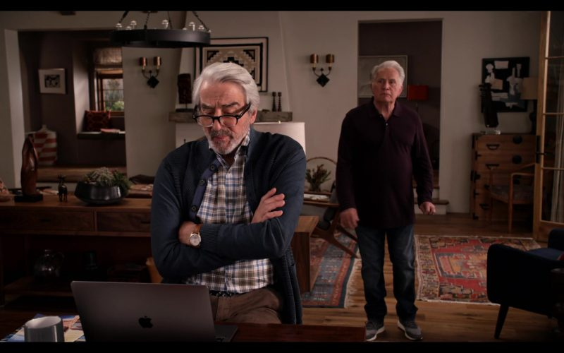 Apple MacBook Laptop Computer Used by Sam Waterston as Sol in Grace and Frankie Season 6 Episode 12 The Tank (2)