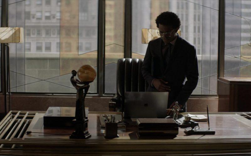 Apple MacBook Laptop Used by Camrus Johnson as Luke Fox in Batwoman Season 1 Episode 10