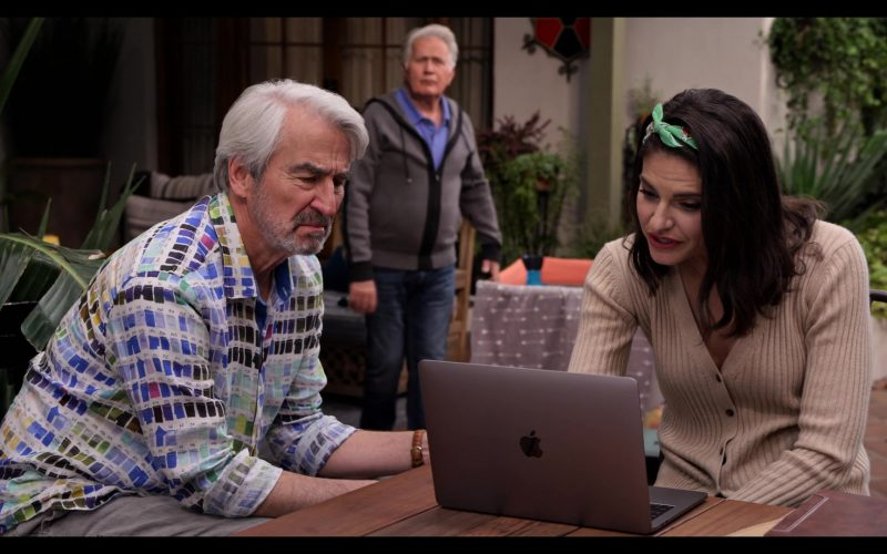 Apple MacBook Laptop Used by Lindsey Kraft as Allison Giampietro-Smikowitz in Grace and Frankie Season 6 Episode 9 (8)