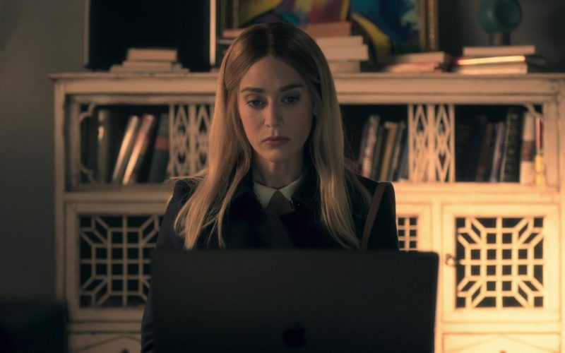 Apple MacBook Pro Laptop Used by Lizzy Caplan in Truth Be Told Season 1 Episode 8 (1)