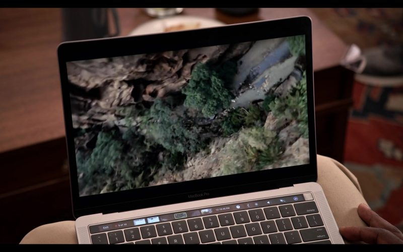 Apple Macbook Pro With Touch Bar Used by Baron Vaughn as Nwabudike 'Bud' Bergstein in Grace and Frankie Season 6 (1)
