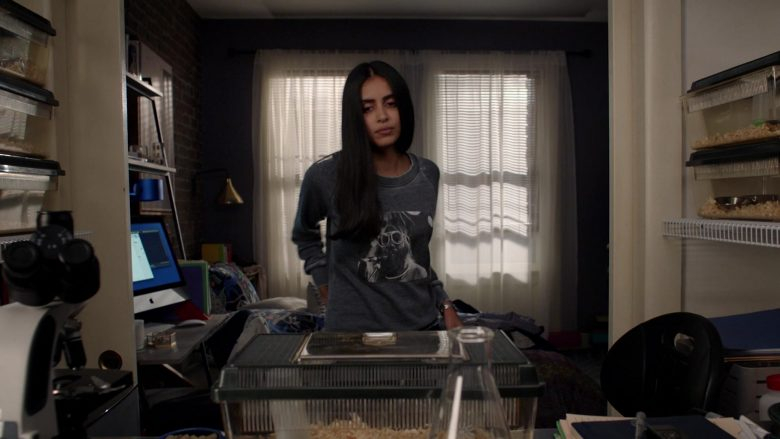 Apple iMac Computer Used by Parveen Kaur as Saanvi Bahl in Manifest Season 2 Episode 4 (2)