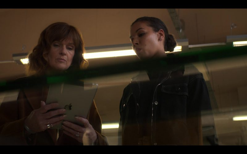 Apple iPad Tablet Used by Siobhan Finneran as DS Johanna Griffin in The Stranger Episode 4 (2020)