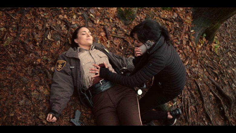 Apple iPhone Mobile Phone Held by Tamara Taylor as Deloris Allen in October Faction Season 1 Episode 6 Open Your Eyes (1)