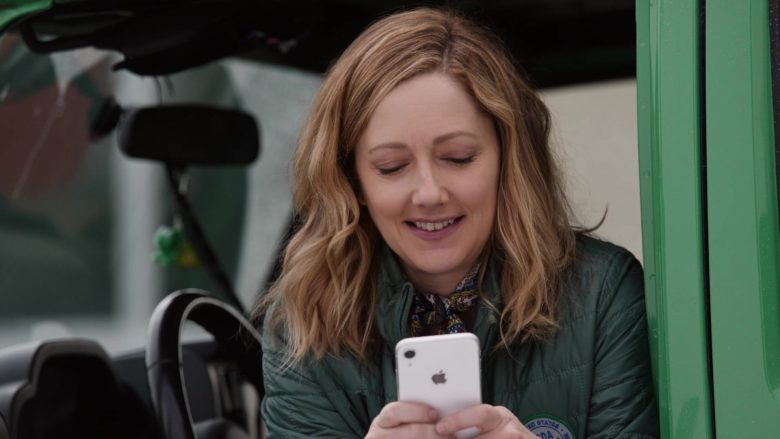Apple iPhone Smartphone Used by Judy Greer in Playing with Fire (1)