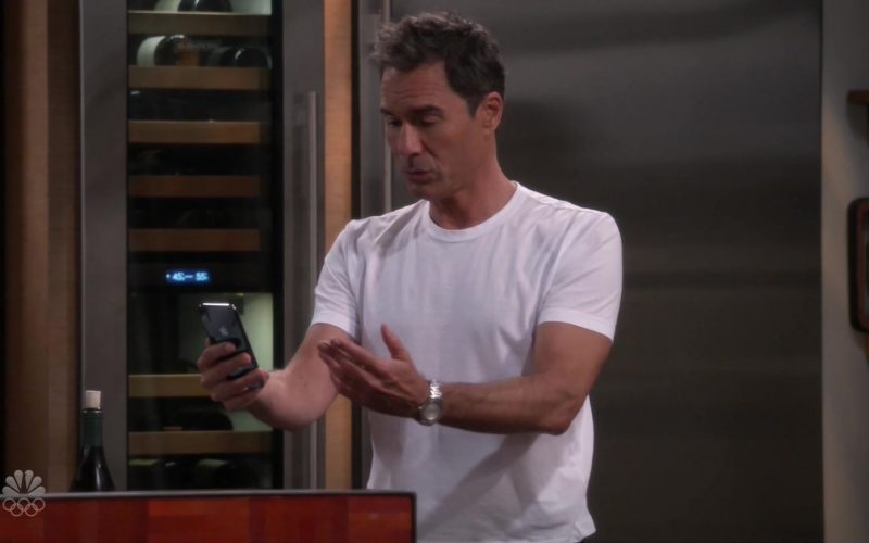 Apple iPhone Smartphones in Will & Grace Season 11 Episode 6 Performance Anxiety (2)