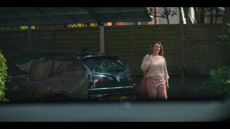 BMW i3 Car in The Stranger Episode 1 (1)