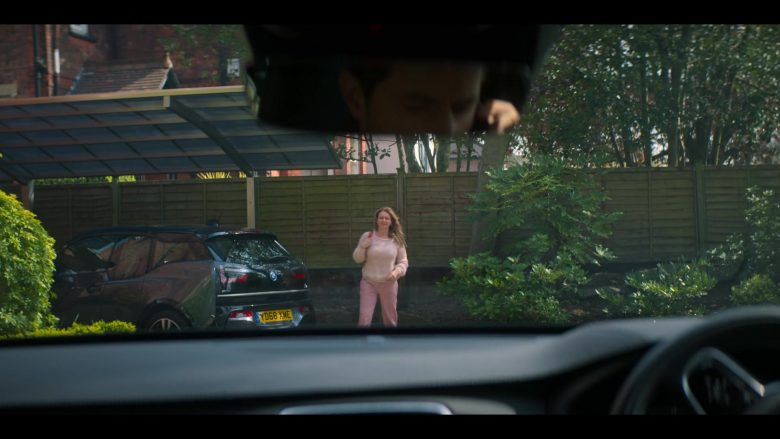 BMW i3 Car in The Stranger Episode 1 (2)