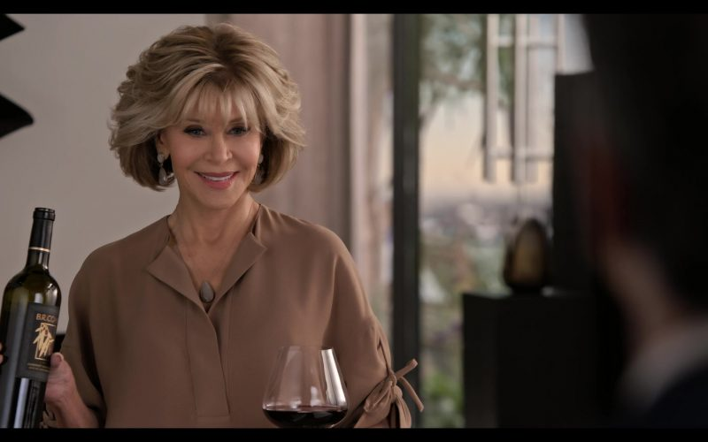 BR Cohn Wine Bottle Held by Jane Fonda in Grace and Frankie Season 6 Episode 2 The Rescue (6)