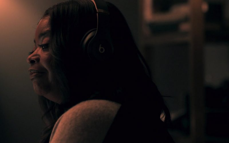 Beats Headphones Used by Octavia Spencer as Poppy Parnell in Truth Be Told Season 1 Episode 7
