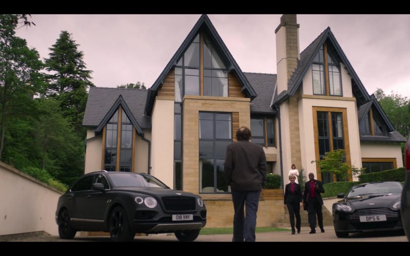 Bentley Bentayga SUV in The Stranger Episode 6 (2020)
