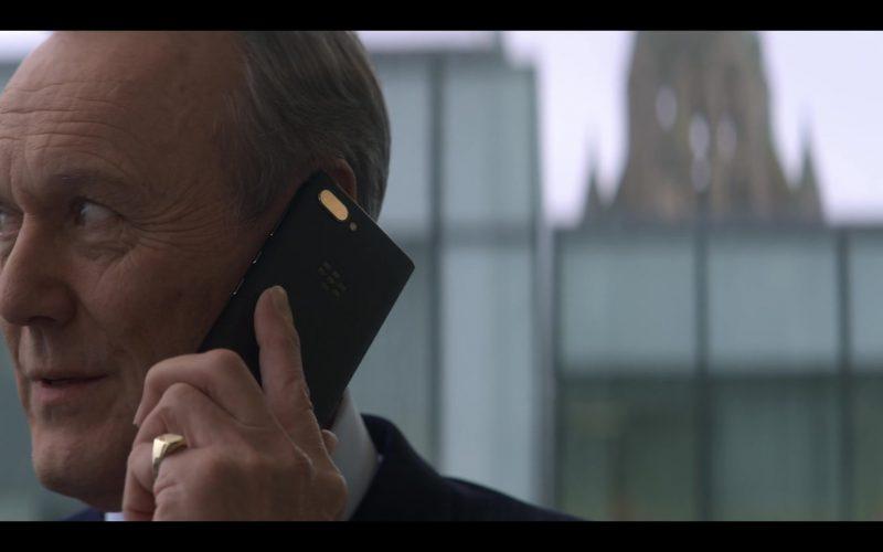 Blackberry Mobile Phone in The Stranger Episode 3 (2020)