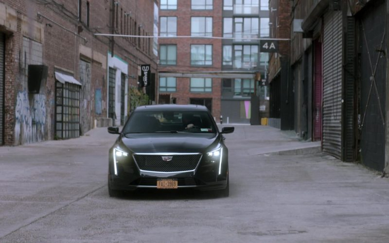 Cadillac Car Driven by Liev Schreiber in Ray Donovan Season 7 Episode 9 Bugs (1)