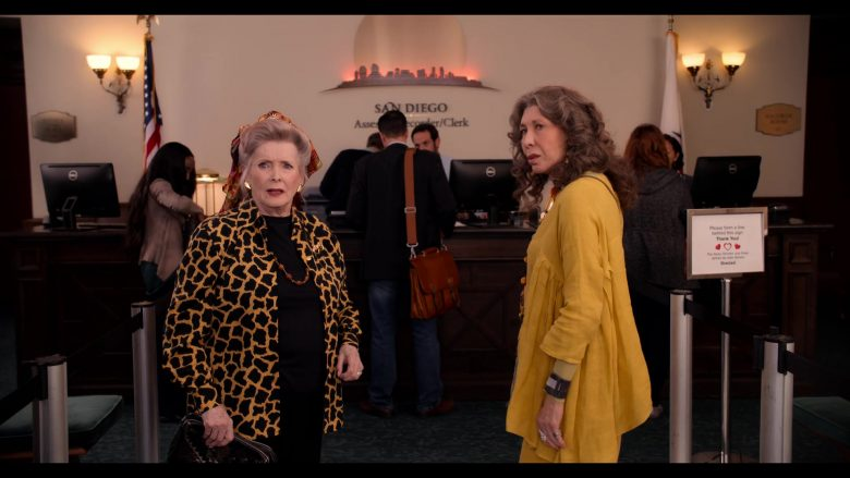 Dell All-In-One Computers in Grace and Frankie Season 6 Episode 10 The Scent (2)