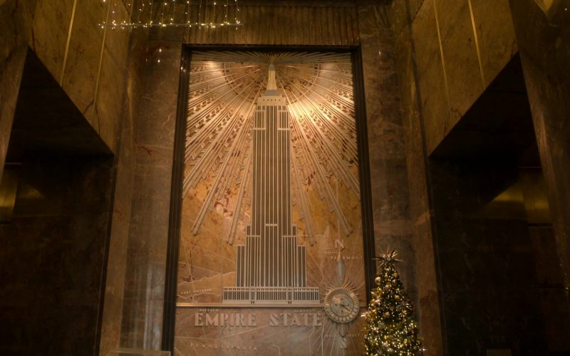 Empire State Building in Ray Donovan Season 7 Episode 10 You'll Never Walk Alone (3)