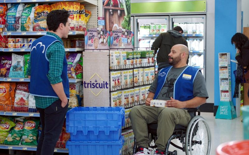 Fritos, Cheetos, Tostitos, Doritos, Lay's, Cabo Chips, RW Garcia MixtBag, Triscuit in Superstore Season 5 Episode 13 Favoritism