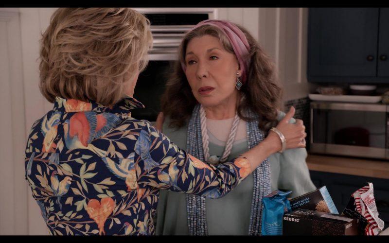 Keurig Peet's Coffee in Grace and Frankie Season 6 Episode 1 The Newlyweds (1)