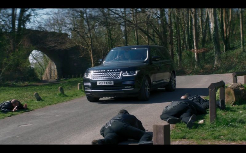 Land Rover Range Rover Vogue Car in Doctor Who Season 12 Episode 2 Spyfall, Part 2 (3)