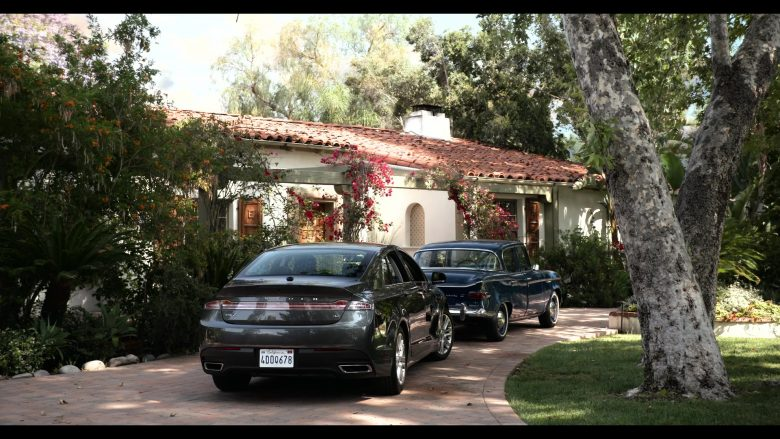 Lincoln MKZ 3.7 Car in Grace and Frankie Season 6 Episode 2 The Rescue