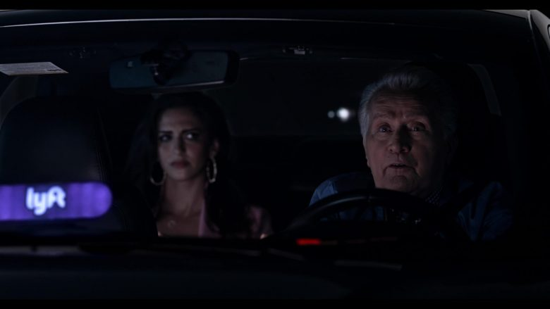 Lyft Car Driven by Martin Sheen as Robert in Grace and Frankie Season 6 Episode 11 The Laughing Stock (2)