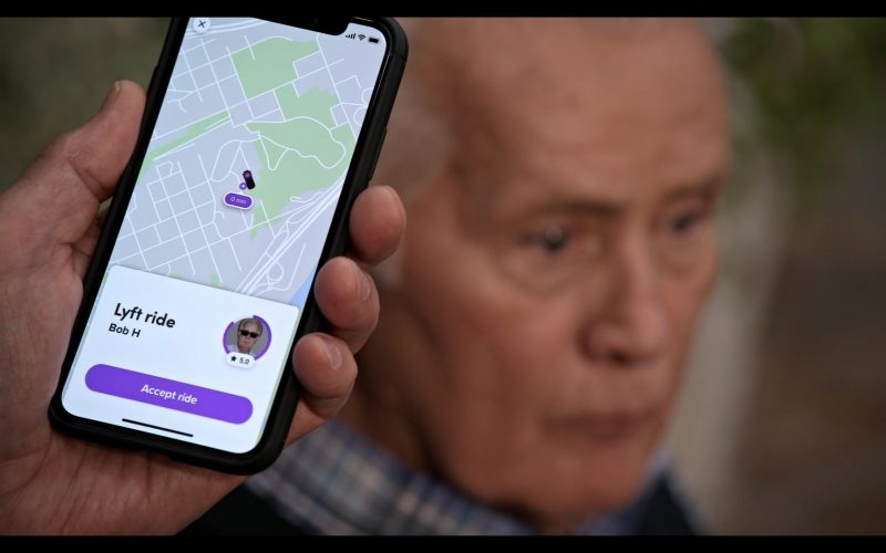Lyft Mobile App in Grace and Frankie Season 6 Episode 11 The Laughing Stock (2020)