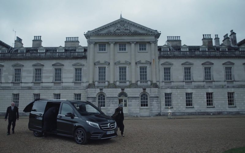 Mercedes-Benz Car in The New Pope Season 1 Episode 3 (1)