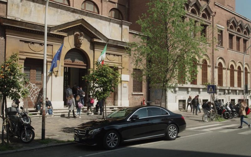 Mercedes-Benz Car in The New Pope Season 1 Episode 6 (3)