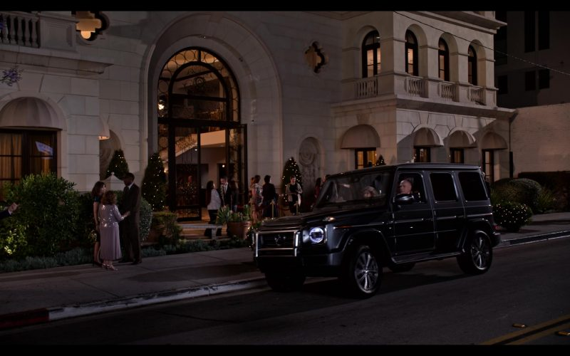Mercedes-Benz G-Class SUV in Grace and Frankie Season 6 Episode 3 The Trophy Wife (3)