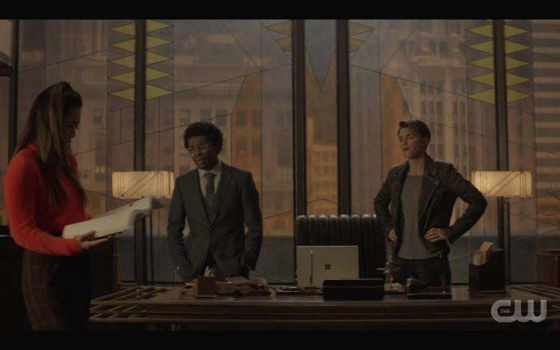 Microsoft Surface Laptop Computer in Batwoman Season 1 Episode 11 (3)