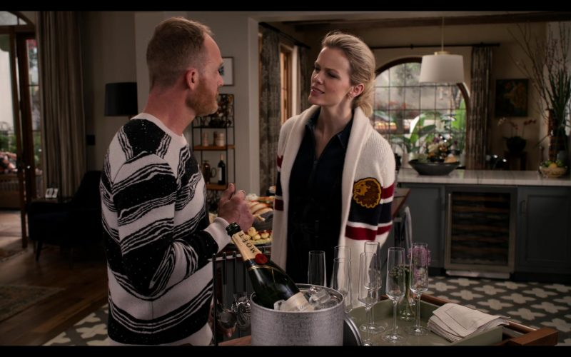 Moet Champagne in Grace and Frankie Season 6 Episode 1 The Newlyweds (1)