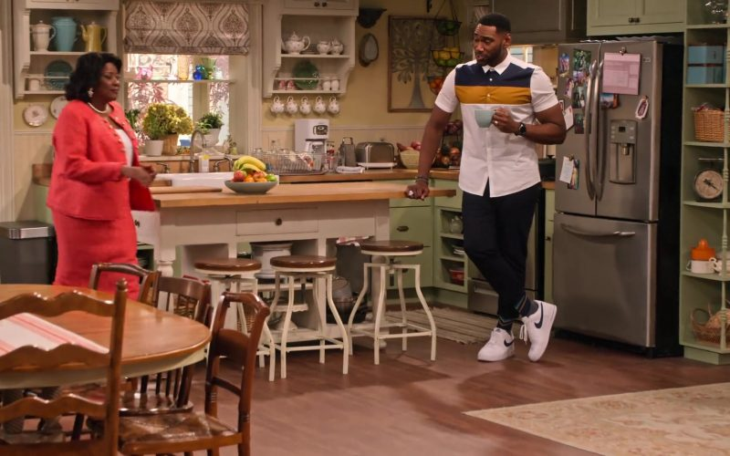 Nike Sneakers in White Worn by Anthony Alabi as Moz McKellan in Family Reunion Season 1 Episode 19