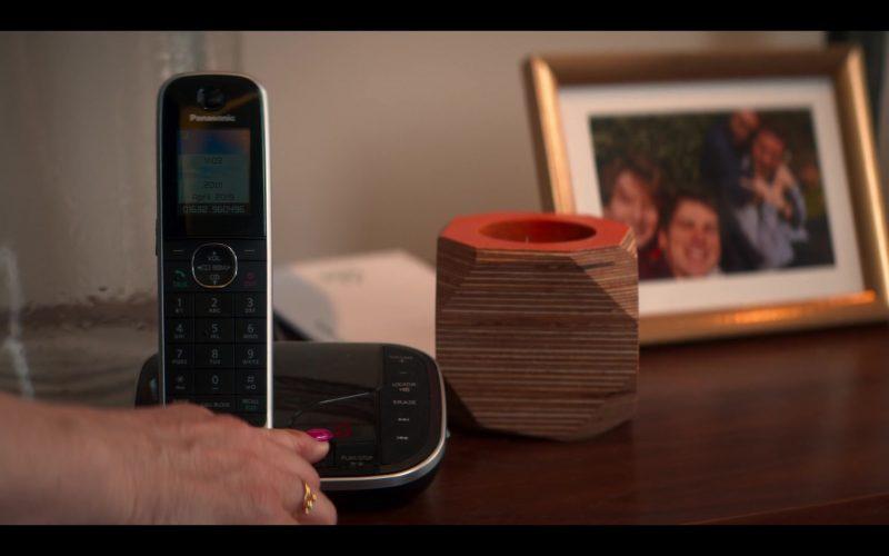 Panasonic Telephone in The Stranger Episode 2 (2020)
