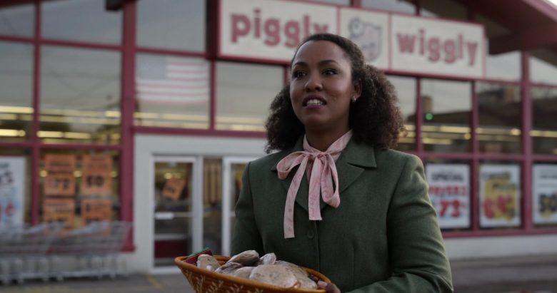 Piggly Wiggly Supermarket in Little America Season 1 Episode 5 The Baker (2)