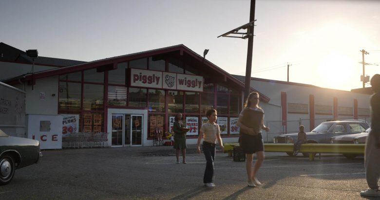 Piggly Wiggly Supermarket in Little America Season 1 Episode 5 The Baker (3)