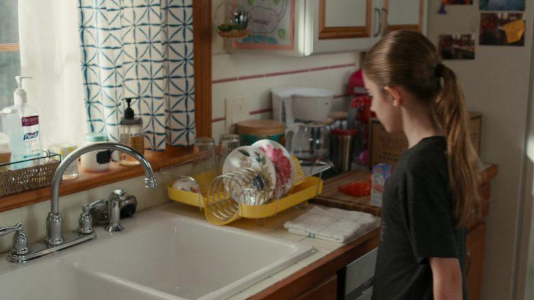 Purell Advanced Hand Sanitizer Refreshing Gel in American Housewife Season 4 Episode 11 Wildflower Girls (1)