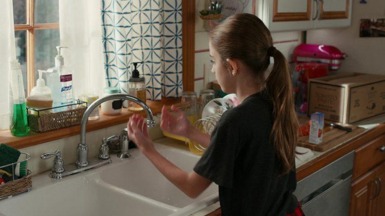 Purell Advanced Hand Sanitizer Refreshing Gel in American Housewife Season 4 Episode 11 Wildflower Girls (3)