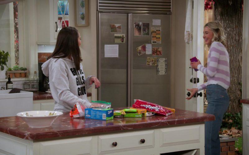 Ziploc, M&M's, Skittles, Twizzlers in Alexa & Katie Season 3 Episode 6 Writer-Director-Nervous Wreck (1)