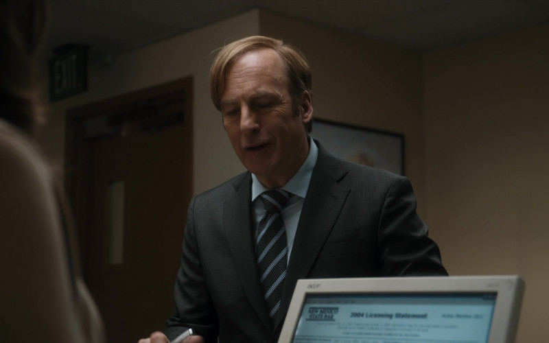 Acer Monitor in Better Call Saul S05E01 Magic Man (2020)