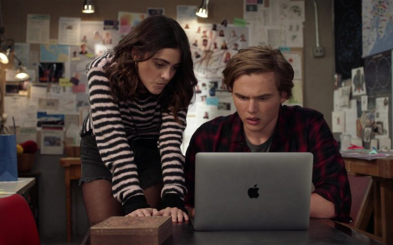 Apple MacBook Laptop Used by Luna Blaise as Olive Stone and Garrett Wareing as TJ Morrison in Manifest (2)