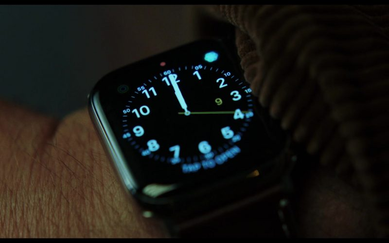 Apple Watch Used by Michael Shannon as Walter 'Walt' Thrombey in Knives Out (2019)