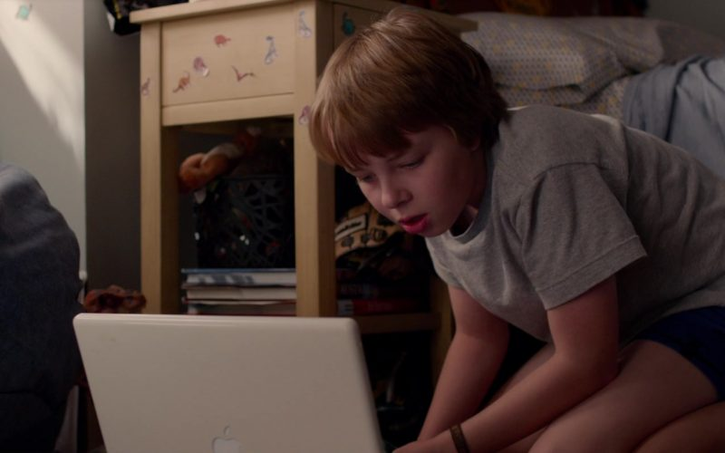 Apple iBook G4 Laptop Used by Ed Oxenbould in Alexander and the Terrible, Horrible, No Good, Very Bad Day (2)