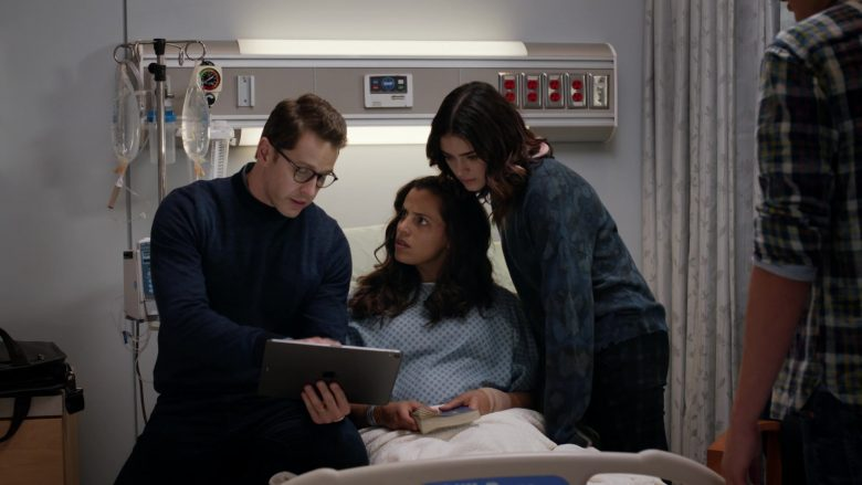 Apple iPad Tablet in Manifest Season 2 Episode 5 Coordinated Flight (1)