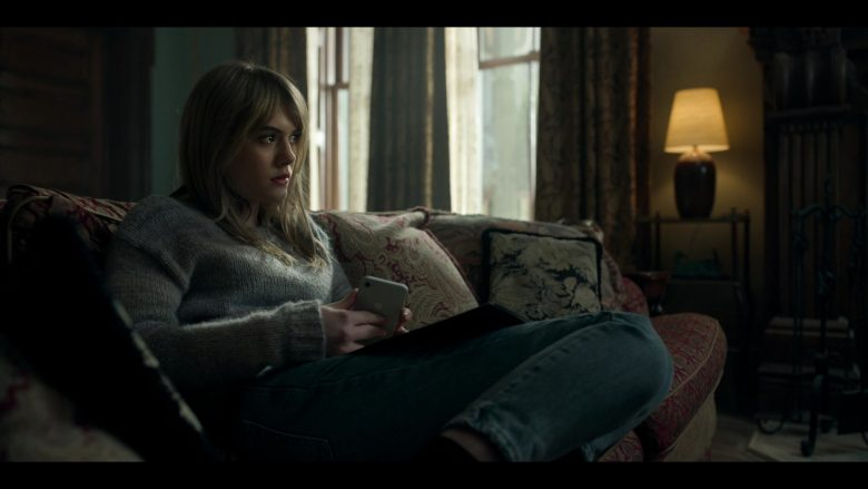 "Apple iPhone Mobile Phone Held by Emilia Jones as Kinsey in Locke & Key Season 1 Episode 3 ""Head Games"" (2020) TV Show"