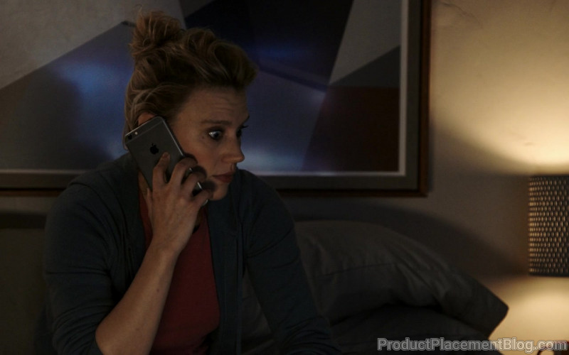 Apple iPhone Smartphone Held by Kate McKinnon in Bombshell (2)
