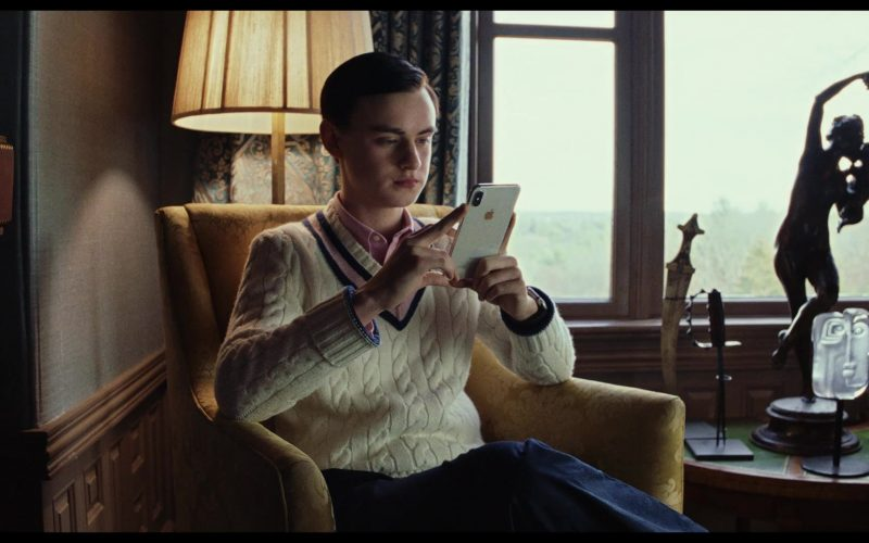 Apple iPhone Smartphone Used by Jaeden Martell as Jacob Thrombey in Knives Out (1)