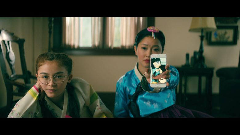 Apple iPhone Smartphone Used by Lana Condor as Lara Jean Song Covey in To All the Boys P.S. I Still Love You (1)