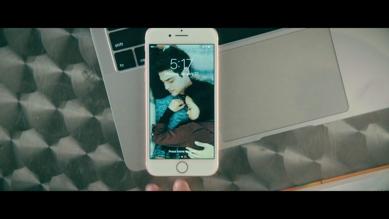 Apple iPhone Smartphone Used by Lana Condor as Lara Jean Song Covey in To All the Boys P.S. I Still Love You (2)